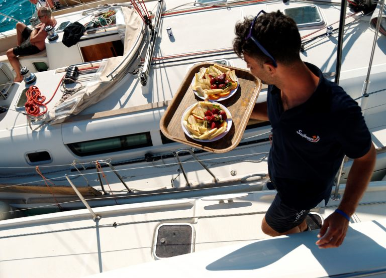 cruises-halkidiki-dinner-lunch-on-borad-sailing-sailman