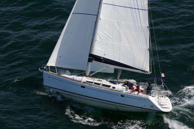 Jeanneau-Sun-Odyssey-45-Exterior-Network-Yacht-04
